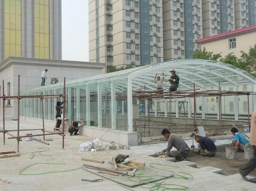 车库钢结构及点式玻璃雨棚